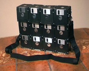 How to make a bag from old floppy disks
