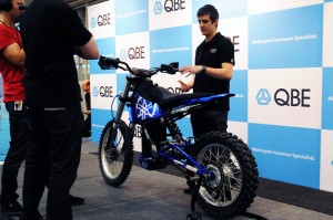 Dean Benstead's Yamaha Motorbike Runs on Compressed Air, Competes With Battery-Powered Ones
