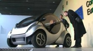 Electric car that that folds itself launches in Spain